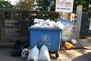6ธ.ค.60 ตรวจสอบและหาจุดวางที่ตั้งถังขยะ บริเวณปากซอย13 ถ.มุขมนตรี