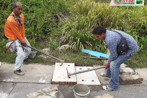 21ส.ค.62 จนท.เทศบาลฯดำเนินการฝาบ่อ เปลี่ยนฝาบ่อ บริเวณชุมชนสำโรงจันทร์, ชุมชนหนองโสน และฝังท่อ ทำบ่อพัก คืนผิวทางเท้า บริเวณการเคหะ ซอย 38