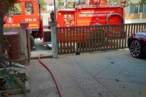 16 พ.ย.62 บริการน้ำแก่บ้านเรือนประชาชน ภายในเขตฯ ที่ได้รับความเดือดร้อนจากสาเหตุท่อประปาชำรุด