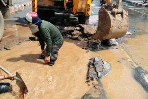 4 เม.ย.63 ซ่อมท่อชำรุด บริเวณถนนโพธิ์กลางหน้าลานย่าโม