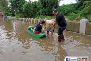 22 ต.ค.63 ให้ความช่วยเหลือผู้ประสบภัยน้ำล้นตลิ่งจากมวลน้ำค้างทุ่ง